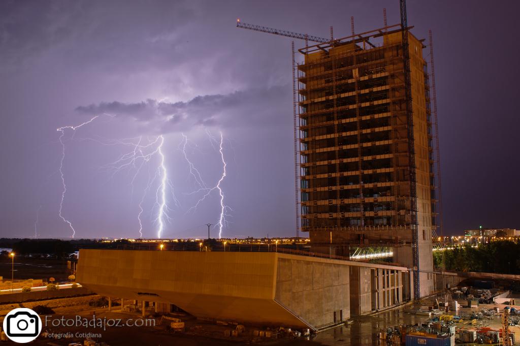 Badajoz Tormenta en la Construcción del edificio de Caja Badajoz
