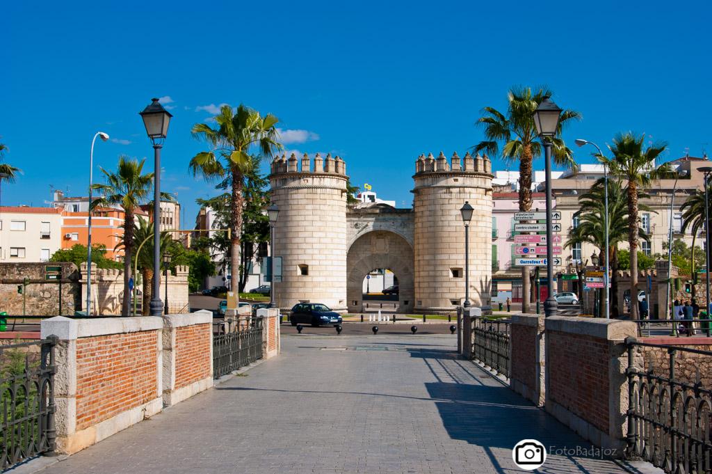 puente viejo y Puerta Palme