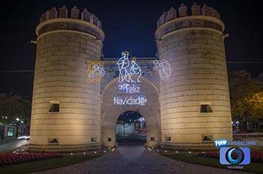Puerta Palma con iluminación navideña